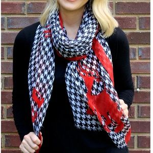 NWT *BOUTIQUE*  HOUNDSTOOTH & RED ELEPHANT SCARF